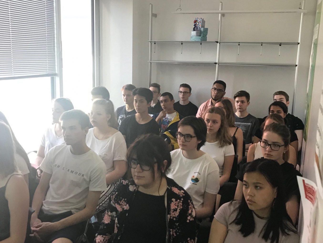 Les élèves du LGL au Scienteens Lab.