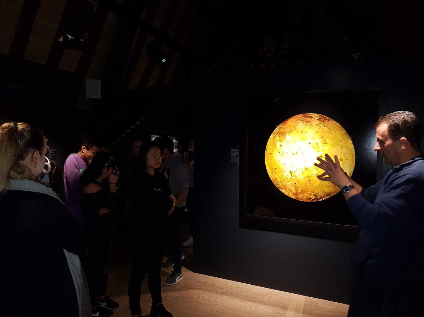 Les classes de 3A et 3E à l'exposition «Michael Benson's Otherworlds»